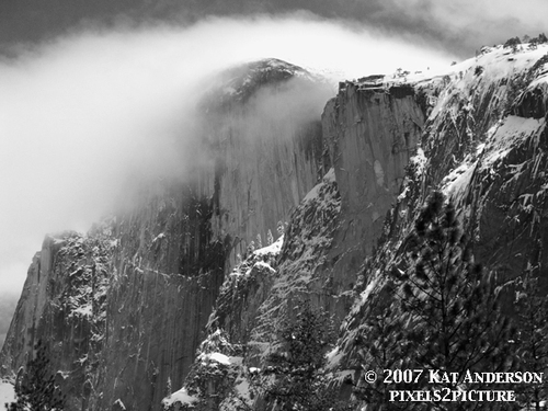 Half_dome_in_fog
